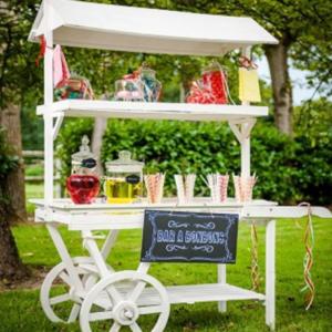 Debie Dreams ORGANISATION MARIAGE DORDOGNE Location Charette Candy Bar